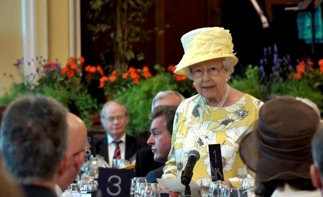 queen elizabeth belfast city hall