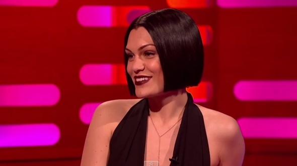 Jessie J Hairstyle: Jessie J Has Sexy New Hairstyle And Sings With Her Mouth