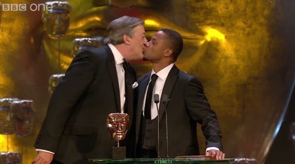 cuba gooding jr stephen fry kiss bafta awards stage