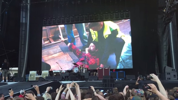 screen video of dave grohl breaking leg
