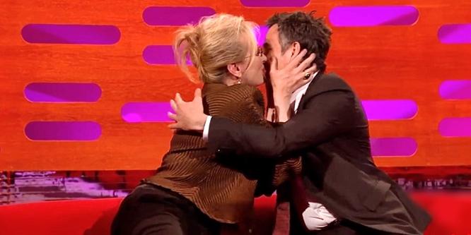 mark ruffalo meryl streep kissing