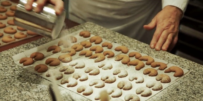 traditional viennese christmas cookies