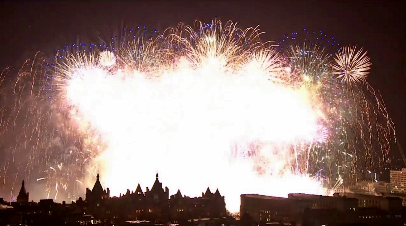 massive finale at london fireworks 2016