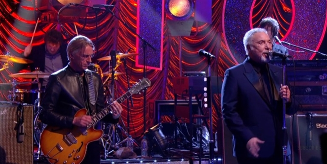 paul weller tom jones on jools' holland hootenanny 2016
