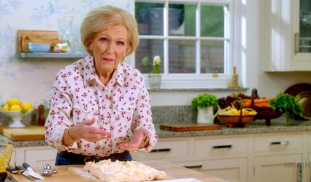How to Make Mary Berry's Lemon and Pistachio Meringue Roulade from 'Easter Feast' (Video)