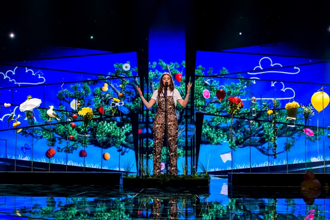 Italy's Francesca Michielin Has Superb First Eurovision Rehearsal with Quirky, Fun Staging (Video)