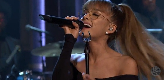 ariana-grande-on-tonight-show-the-roots-jasons-song
