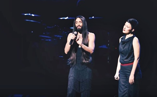 Conchita and Ina Regen's 'Heast as Net' live in Linz shows more than just two close friends (video)