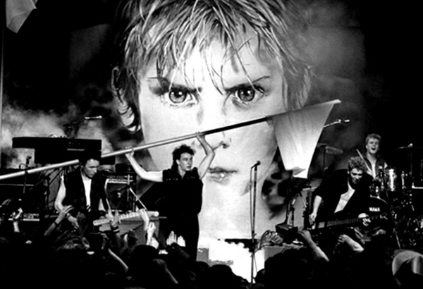U2's Sunday Bloody Sunday being performed live