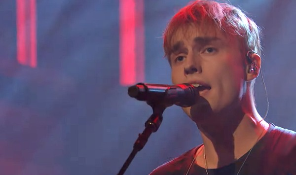 Watch Sam Fender perform 'The Borders' on Late Night with Seth Meyers — best song on his debut album