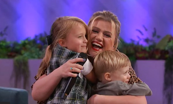 Kelly Clarkson's 'Only Girl (In The World)' cover comes with a cute visit from her kids